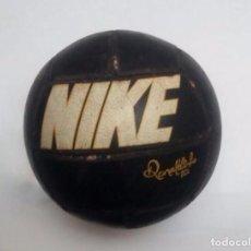 Coleccionismo deportivo: BALÓN NEGRO NIKE RONALDINHO. Lote 97317951