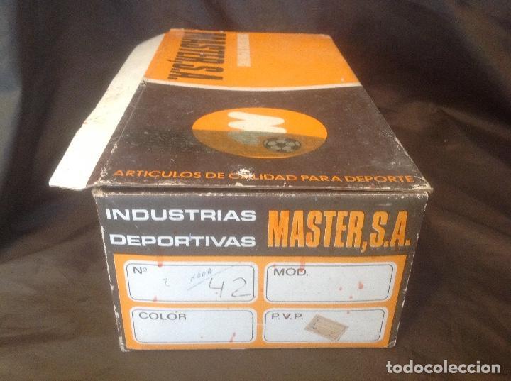 Coleccionismo deportivo: Botas de futbol antiguas MADE IN SPAIN a estrenar en caja Industrias Deportivas Master, SA Número 42 - Foto 4 - 98428175