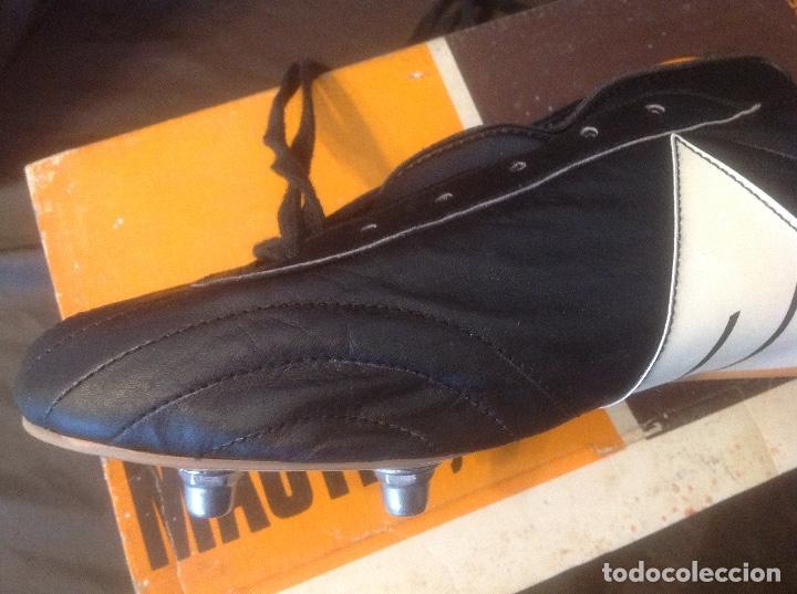 Coleccionismo deportivo: Botas de futbol antiguas MADE IN SPAIN a estrenar en caja Industrias Deportivas Master, SA Número 42 - Foto 11 - 98428175