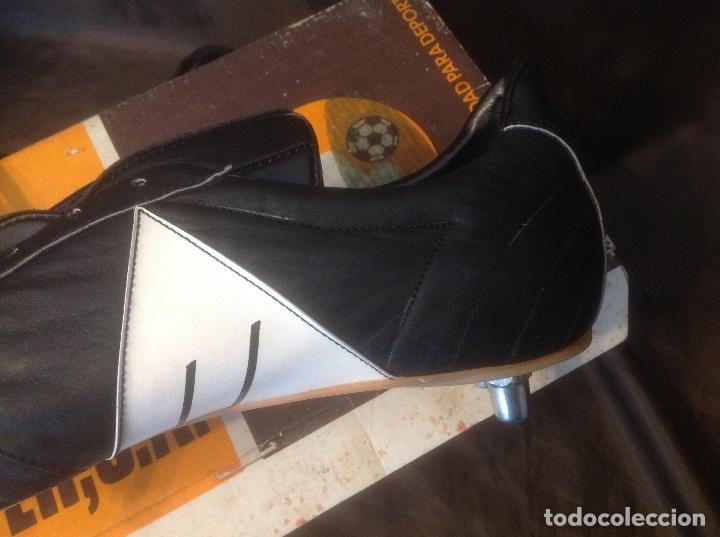 Coleccionismo deportivo: Botas de futbol antiguas MADE IN SPAIN a estrenar en caja Industrias Deportivas Master, SA Número 42 - Foto 12 - 98428175