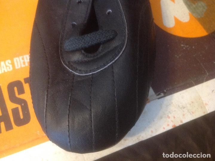 Coleccionismo deportivo: Botas de futbol antiguas MADE IN SPAIN a estrenar en caja Industrias Deportivas Master, SA Número 42 - Foto 22 - 98428175