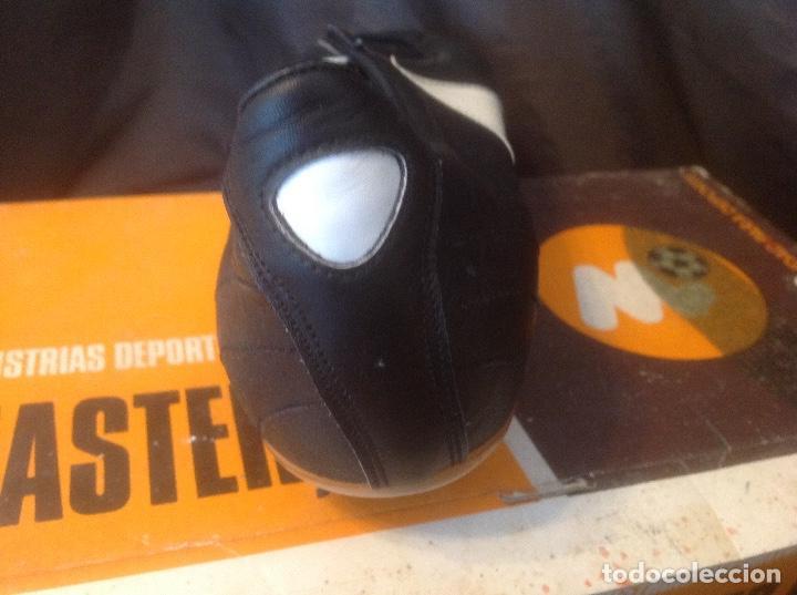 Coleccionismo deportivo: Botas de futbol antiguas MADE IN SPAIN a estrenar en caja Industrias Deportivas Master, SA Número 42 - Foto 26 - 98428175