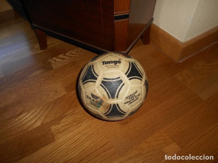 ESPECTACULAR BALON ADIDAS TANGO BRASIL FIFA WORLD CUP DEVICE OFICIAL AÑOS 80 PLASTICO MUY RARO !!!!! (Coleccionismo Deportivo - Material Deportivo - Fútbol)
