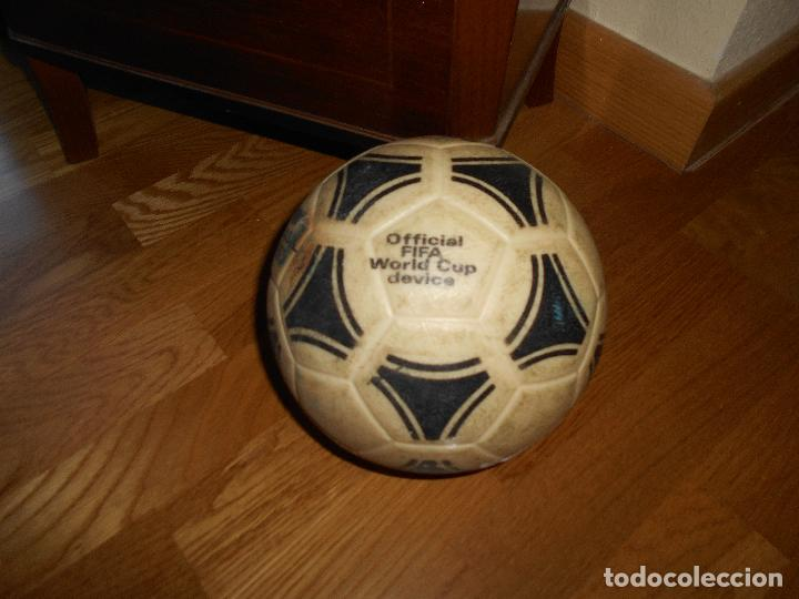 Coleccionismo deportivo: ESPECTACULAR BALON ADIDAS TANGO BRASIL FIFA WORLD CUP DEVICE OFICIAL AÑOS 80 PLASTICO MUY RARO !!!!! - Foto 2 - 99366807