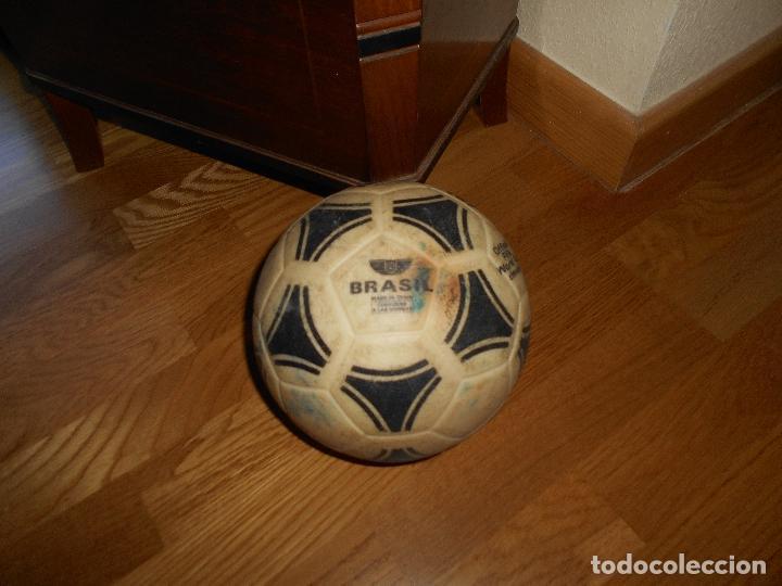 Coleccionismo deportivo: ESPECTACULAR BALON ADIDAS TANGO BRASIL FIFA WORLD CUP DEVICE OFICIAL AÑOS 80 PLASTICO MUY RARO !!!!! - Foto 3 - 99366807
