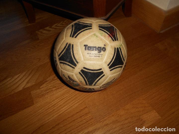 Coleccionismo deportivo: ESPECTACULAR BALON ADIDAS TANGO BRASIL FIFA WORLD CUP DEVICE OFICIAL AÑOS 80 PLASTICO MUY RARO !!!!! - Foto 4 - 99366807