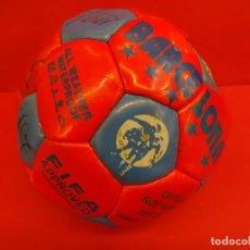 Coleccionismo deportivo: ANTIGUO BALON FIRMADO POR LA PLANTILLA FC BARCELONA. DREAM TEAM. FIRMAS ORIGINALES. Lote 100206115