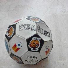Coleccionismo deportivo: ANTIGUO BALON DE REGLAMENTO MUNDIAL 82 NARANJITO VER FOTOS ENVIO 6 EUROS SOLO PENINSULA. Lote 112899847