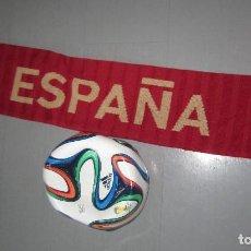 Coleccionismo deportivo: PELOTA BALON -ADIDAS CON BUFANDA OFICIAL ADIDAS. Lote 107589143