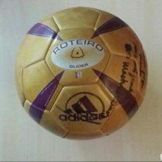 Coleccionismo deportivo: BALÓN ADIDAS ROTEIRO EURO 2004. DEDICADO Y FIRMADO. Lote 107861994