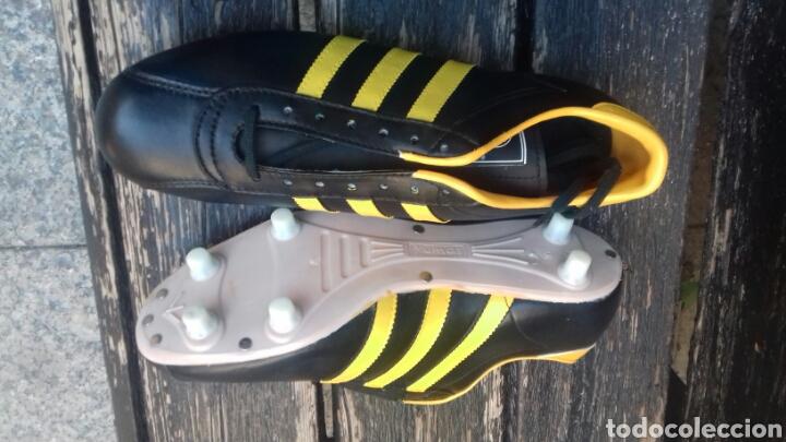 Coleccionismo deportivo: Botas fútbol Yumas con caja 44 imitación Adidas. Nuevas - Foto 2 - 110399602