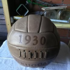 Coleccionismo deportivo: ANTIGUO BALON DE FUTBOL URUGUAY 1930 CUERO REPLICA?. Lote 173947997