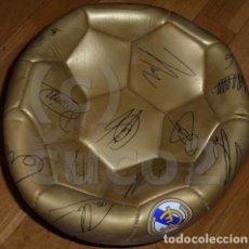 Coleccionismo deportivo: BALON,FUTBOL,REAL,MADRID,DORADO,FIRMADO,SIN USO.. Lote 111916735