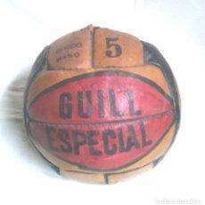 Coleccionismo deportivo: PELOTA FUTBÓL GUILL ESPECIAL 5, CUERO COSIDA A MANO AÑOS 50 VINTAGE, NO JUGADA RESTO TIENDA. Lote 114441323