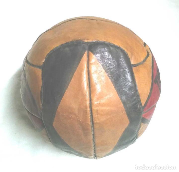 Coleccionismo deportivo: Pelota Futból Guill Especial 5, cuero cosida a mano años 50 vintage, no jugada resto tienda - Foto 2 - 114441323