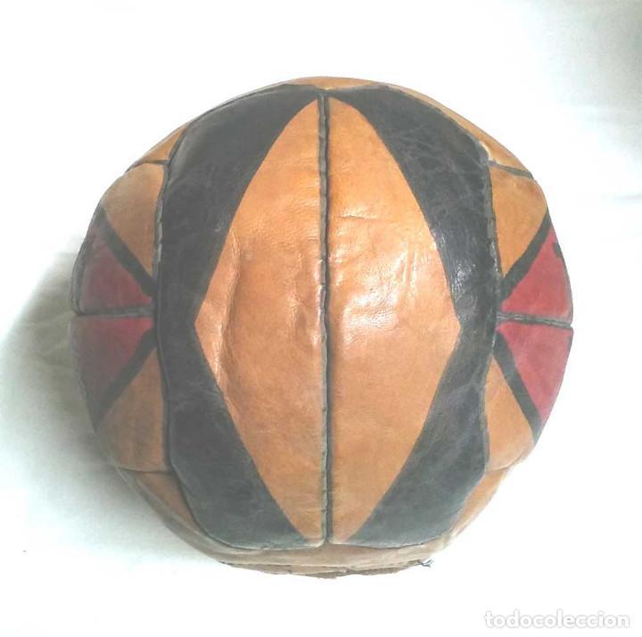 Coleccionismo deportivo: Pelota Futból Guill Especial 5, cuero cosida a mano años 50 vintage, no jugada resto tienda - Foto 4 - 114441323