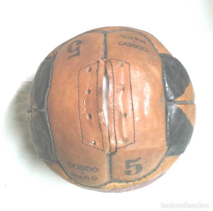 Coleccionismo deportivo: Pelota Futból Guill Especial 5, cuero cosida a mano años 50 vintage, no jugada resto tienda - Foto 5 - 114441323