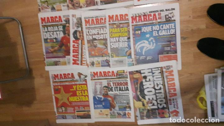Coleccionismo deportivo: Selección española de fútbol lote 18 periódicos 2 eurocopa - Foto 2 - 118070075