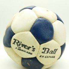 Coleccionismo deportivo: BALÓN DE FÚTBOL AÑOS 70 RIVER'S FABRICADO EN ESPAÑA. Lote 118365855
