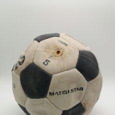 Coleccionismo deportivo: BALÓN MATCHSTAR 32 CON HILO DE NYLON TALLA 5 FABRICADO EN PAKISTÁN AÑOS 70. Lote 118367063