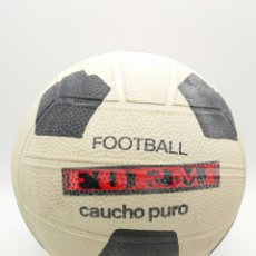 Coleccionismo deportivo: BALÓN DE FÚTBOL DE CAUCHO FORMI AÑOS 70 FABRICADO EN ESPAÑA. Lote 118369307