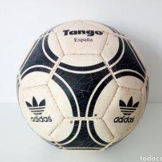 Coleccionismo deportivo: HISTORICO BALON DE FUTBOL. COLECCION HOMENAJE AL BALON. TANGO ADIDAS.. Lote 121500506