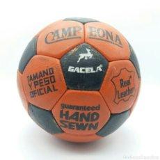 Coleccionismo deportivo: BALÓN, PELOTA DE FÚTBOL GACELA CAMPEONA FABRICADO EN ESPAÑA EN LOS 70 COSIDA A MANO. Lote 124260784