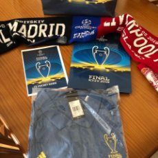 Coleccionismo deportivo: LOTE FINAL KIEV 2018 REAL MADRID VS LIVERPOOL, POLO XL, PIN, BOLSA, BUFANDA, BOLI Y CARPETA UNICO. Lote 125378743
