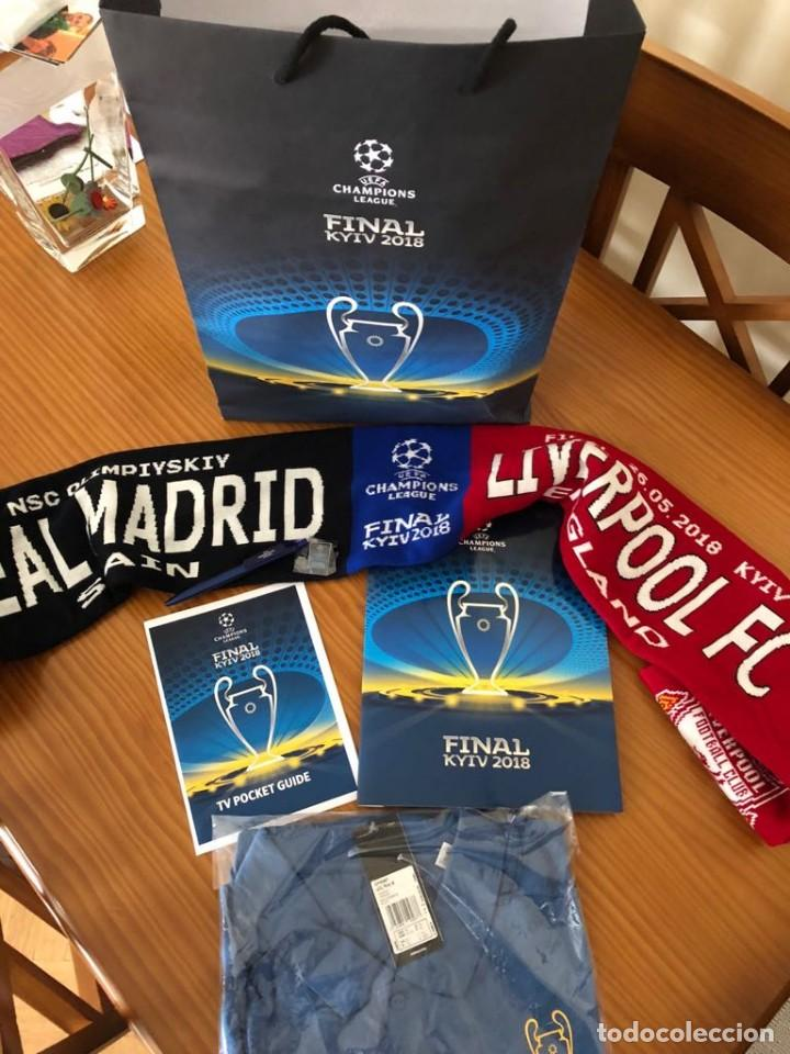 Coleccionismo deportivo: LOTE Final Kiev 2018 Real Madrid vs Liverpool, Polo XL, PIN, Bolsa, Bufanda, Boli y Carpeta UNICO - Foto 4 - 125378743
