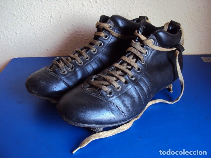 (F-180700)ANTIGUAS BOTAS DE FOOT-BALL - AÑOS 40-50 (Coleccionismo Deportivo - Material Deportivo - Fútbol)