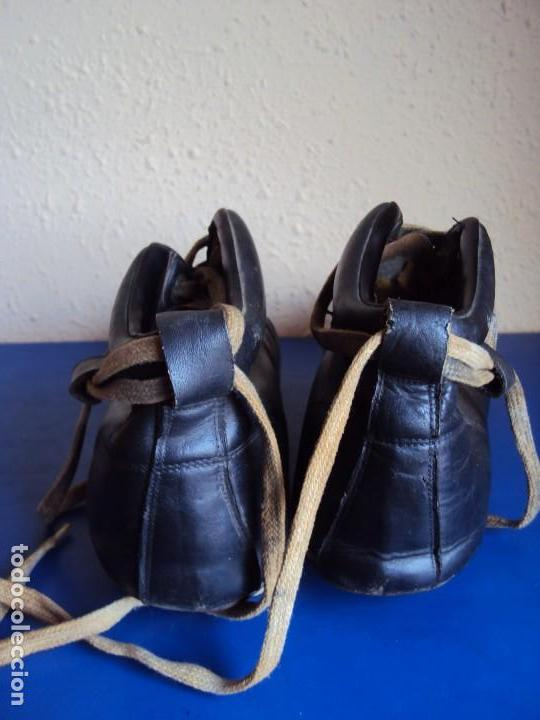 Coleccionismo deportivo: (F-180700)ANTIGUAS BOTAS DE FOOT-BALL - AÑOS 40-50 - Foto 4 - 126863411