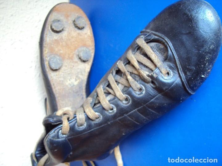 Coleccionismo deportivo: (F-180700)ANTIGUAS BOTAS DE FOOT-BALL - AÑOS 40-50 - Foto 11 - 126863411