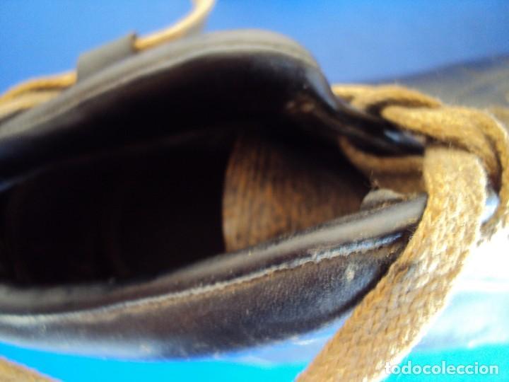 Coleccionismo deportivo: (F-180700)ANTIGUAS BOTAS DE FOOT-BALL - AÑOS 40-50 - Foto 12 - 126863411