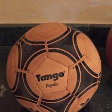Coleccionismo deportivo: BALON MINIATURA ESPAÑA '82. Lote 128220055