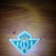 Coleccionismo deportivo: ESCUDO DEL REAL BETIS. BORDADO EN TELA. EST24B2. Lote 132838950