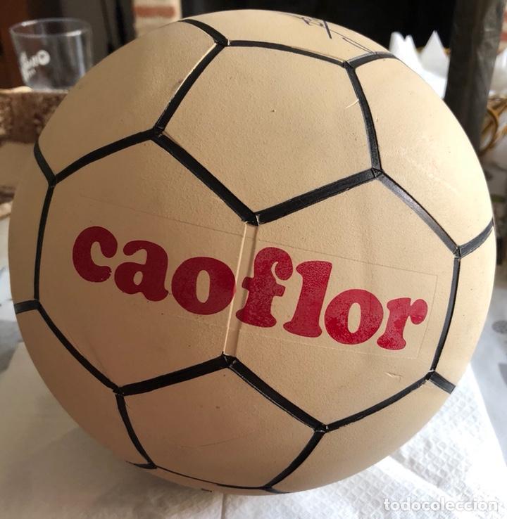 BALÓN PUBLICITARIO CAOFLOR FIRMA EMILIO BUTRAGEÑO, MUY RARO, NUEVO (Coleccionismo Deportivo - Material Deportivo - Fútbol)