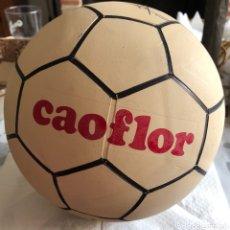 Coleccionismo deportivo: BALÓN PUBLICITARIO CAOFLOR FIRMA EMILIO BUTRAGEÑO, MUY RARO, NUEVO. Lote 133116843