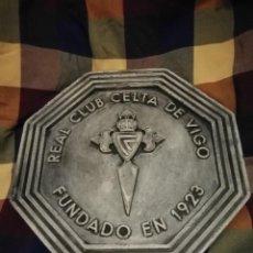 Coleccionismo deportivo: ESCUDO DE CEMENTO DEL REAL CLUB CELTA DE VIGO. Lote 133777318