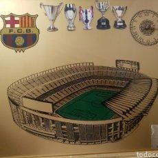Coleccionismo deportivo: CUADRO DEL ESTADIO DEL FC BARCELONA CAMP NOU BARÇA CON RELOJ DE PILA. Lote 134939853
