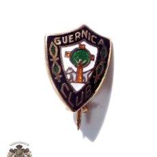 Coleccionismo deportivo: INSIGNIA DE ALFILER CLUB GUERNICA EN METAL ESMALTADO AL FUEGO. Lote 189829077