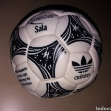 Coleccionismo deportivo: ANTIGUO BALÓN ADIDAS QUESTRA SALA. Lote 143221820
