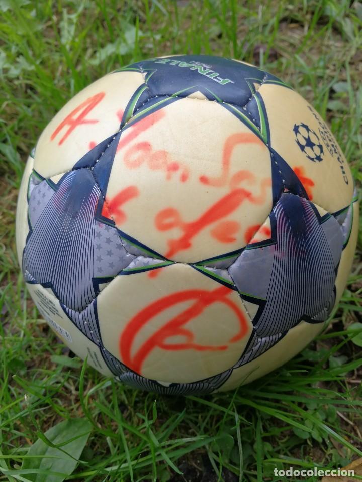 Coleccionismo deportivo: MINIBALÓN OFICIAL CHAMPIONS LEAGUE ROMA- F.C.BARCELONA- MANCHESTER U., FIRMADA XAVI (BEST PLAYER) - Foto 2 - 140201814