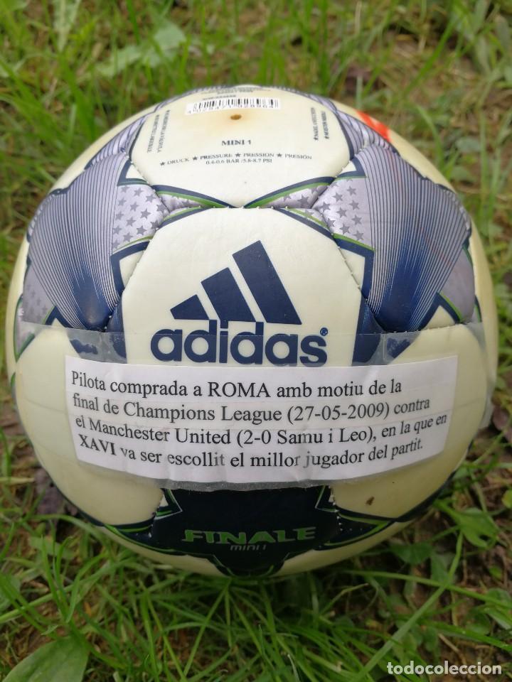 Coleccionismo deportivo: MINIBALÓN OFICIAL CHAMPIONS LEAGUE ROMA- F.C.BARCELONA- MANCHESTER U., FIRMADA XAVI (BEST PLAYER) - Foto 3 - 140201814