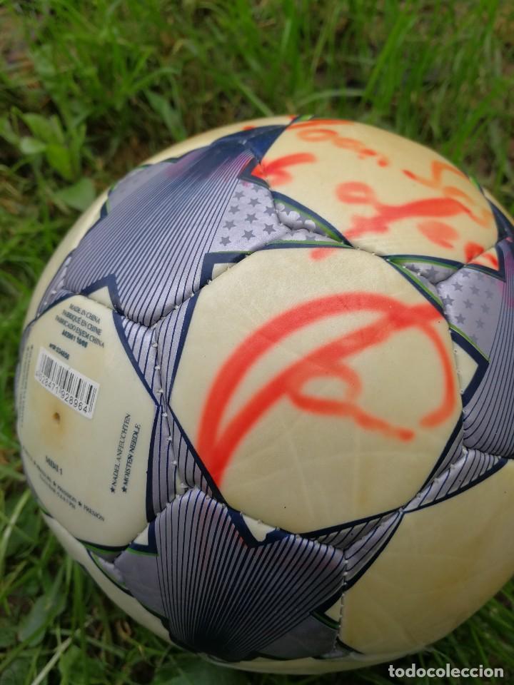 Coleccionismo deportivo: MINIBALÓN OFICIAL CHAMPIONS LEAGUE ROMA- F.C.BARCELONA- MANCHESTER U., FIRMADA XAVI (BEST PLAYER) - Foto 4 - 140201814