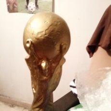 Coleccionismo deportivo: TROFEO COPA MUNDO. REPLICA SUDÁFRICA 2010. Lote 141667644