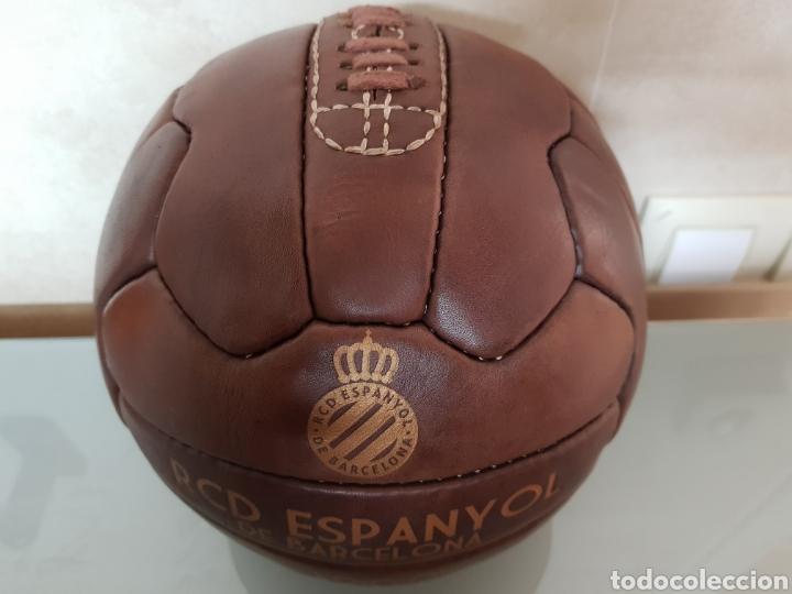 Coleccionismo deportivo: BONITA REPLICA EN CUERO PELOTA RCD ESPANYOL DE BARCELONA 1900 - Foto 2 - 144696773