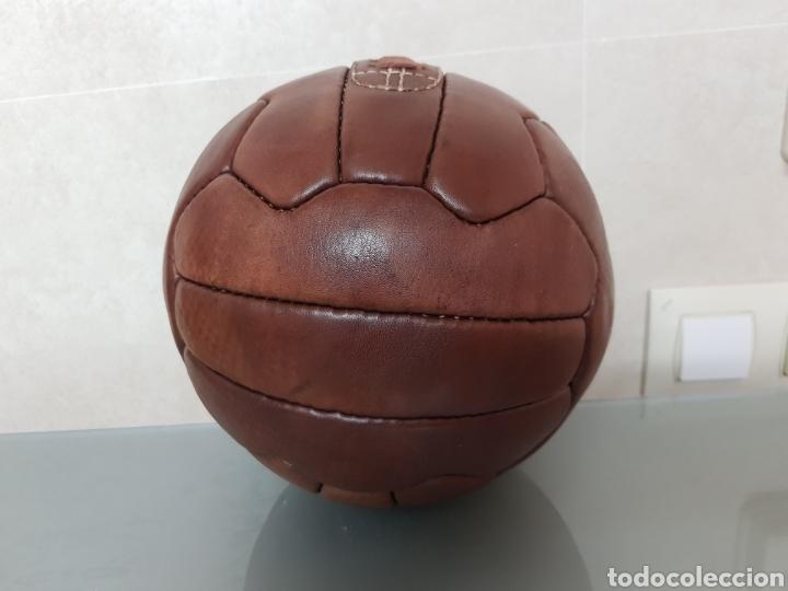 Coleccionismo deportivo: BONITA REPLICA EN CUERO PELOTA RCD ESPANYOL DE BARCELONA 1900 - Foto 3 - 144696773