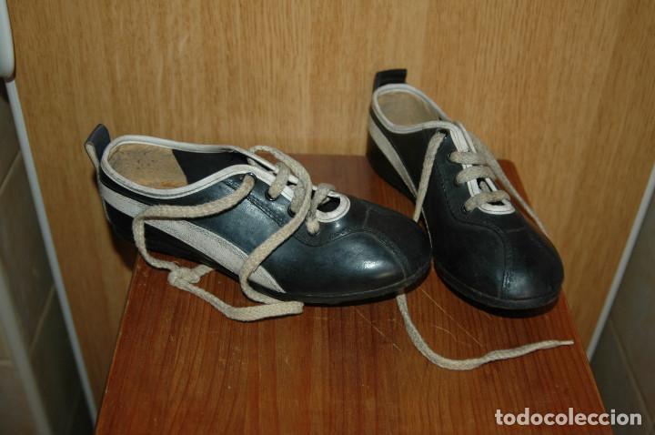 BOTAS DE FUTBOL AÑOS 60-70 REPLICA PUMA NUMERO 34 VER FOTOS (Coleccionismo Deportivo - Material Deportivo - Fútbol)