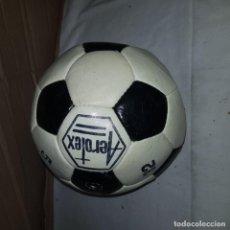 Coleccionismo deportivo: BALON ANTIGUO AEROTEX. Lote 144961198