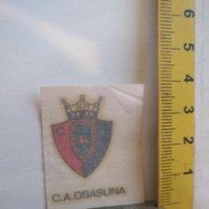 Coleccionismo deportivo: ANTIGUA CALCOMANIA AÑOS 70S- ESCUDO FUTBOL LIGA - CLUB OSASUNA. Lote 146072158